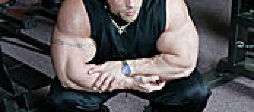 Thomas Stellander har slitt av tricepsfestet sitt