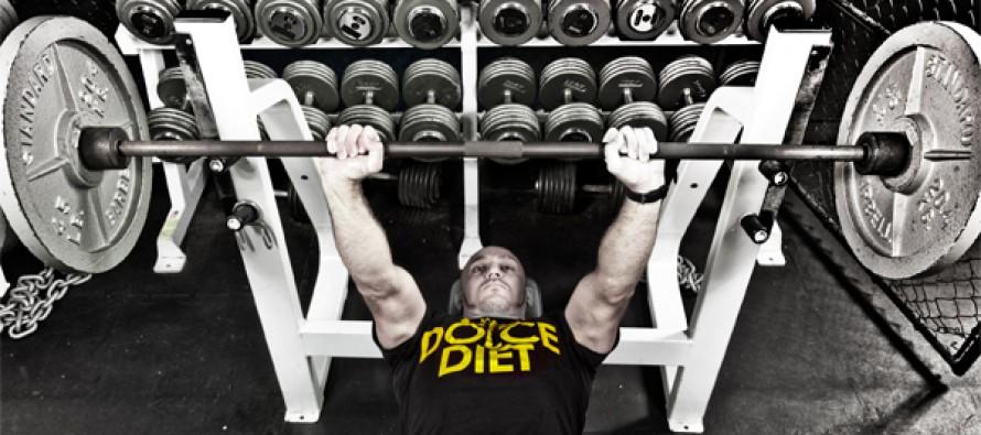 Hvor mange repetisjoner når du trener benkpress?
