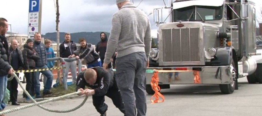 WEB-TV: Her drar Espen Aune en 9 tonn lastebil
