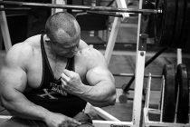Bygg massive biceps på 14 uker.